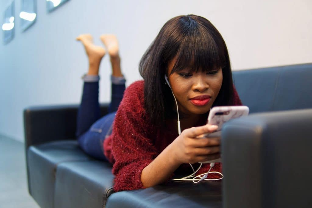 Regarder la TV sur son smartphone : attention à votre consommation !